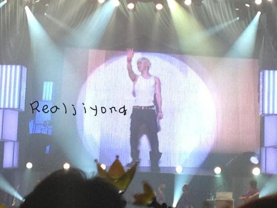 realjiyong_kobehall_day1_concert_130323_2