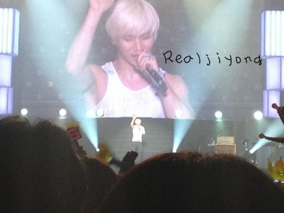 realjiyong_kobehall_day1_concert_130323_6