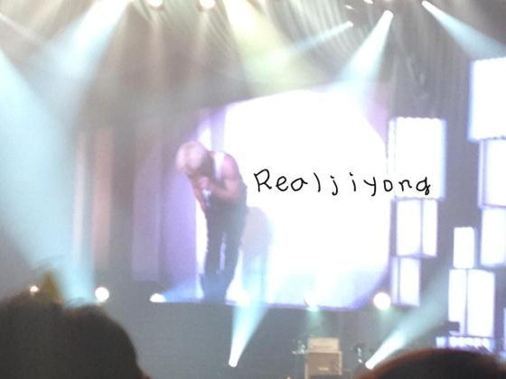 realjiyong_kobehall_day1_concert_130323_7